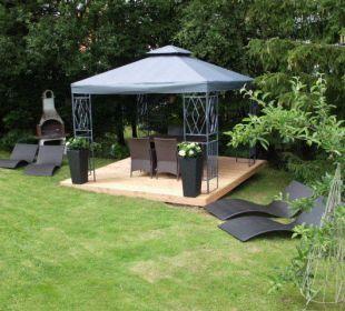 Garten mit Liegewiese und Grillplatz Country-Suites Landhaus Dobrick Am Schultalbach