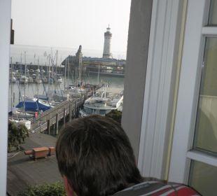 Aus dem Fenster auf den Hafen Hotel Lindauer Hof