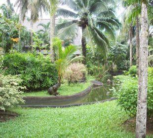 Sehr gepflegte Gartenanlage mit Teich Hotel Mukdara Beach Villa & Spa Resort