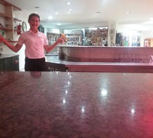 Sevda in der Poolbar Hotel Arabella World