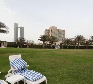 Alte Plastikliegen und alte Auflagen Hotel Intercontinental Abu Dhabi