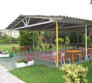 Tischtennis und Garten Hotel Livadi Nafsika