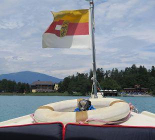 Überfahrt mit dem Hotelboot zur Insel