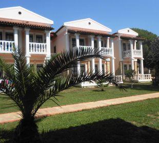 Schöne Gartenanlage und Gebäude