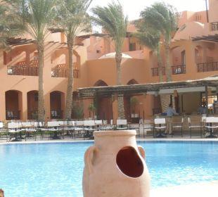 Blick zur Poolbar Sensimar Makadi Hotel