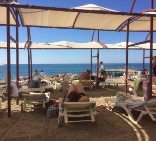 Strand mit Blick aufs Meer  Hotel Titan Select
