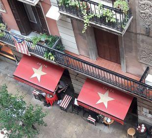 Bar in unserer Seitenstraße NH Barcelona Centro