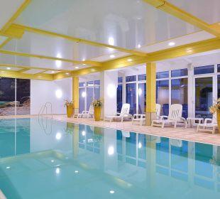 Traumhaftes Hallenbad mit Wasserfall Die Gams Hotel - Resort