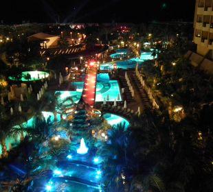 Aus unserem Zimmer 5208 bei Nacht Hotel Royal Dragon