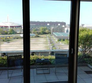 Blick aus dem Zimmer Richtung Terrasse Radisson Blu Hotel Köln