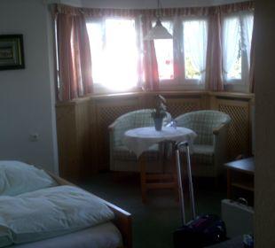 Unser Zimmer mit der Sitzgruppe im Erker Hotel Bellevue