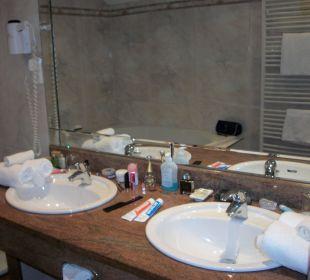 Belegter Waschtisch im Bad. Ringhotel Zum Stein