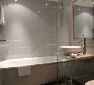 Quietschsauberes Badezimmer K+K Palais Hotel