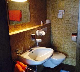 Bad im alten Gebäude  Hotel Heigenhauser