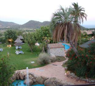 Liegewiese am unteren kleinen Pool Hotel Cruccuris Resort