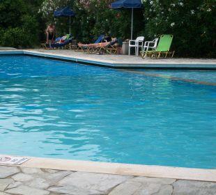 Blick auf den Pool Hotel Livadi Nafsika