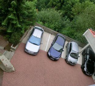 Außen- und Innenparkplätze vom Balkon aus Ringhotel Roggenland