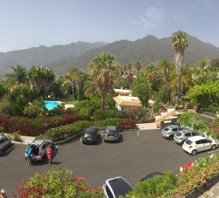 Blick auf den Hotelparkplatz und die Umgebung  Hotel La Palma Jardin