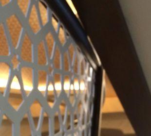Verletzungsgefahr am Geländer Taj Mahal Hotel Royal Dragon