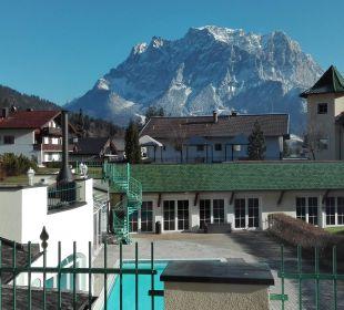Blick auf die Zugspitze Leading Family Hotel & Resort Alpenrose