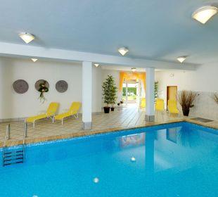 Unser Hallenbad mit Zugang zur Liegewiese Appartements Riederhof