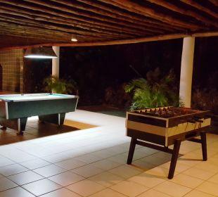 Spiele bei der Kisima Bar Hotel Traveller's Club