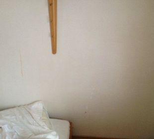 Flecken an der Wand über den Kinderbetten. Hotel Waldhorn Stuttgart