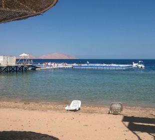 Main Beach mit Schwimminsel
