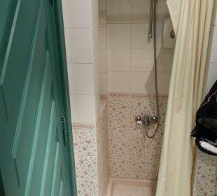 Sehr kleine Dusche.