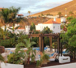 Unser Blick vom Zimmer zum Teil einer Poolanlage  Fuerteventura Princess