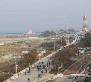 Blick zum Leuchtturm Hotel Neptun