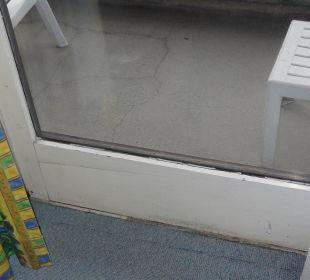 Einfache, alte und zugige Fenster Hotel Falter