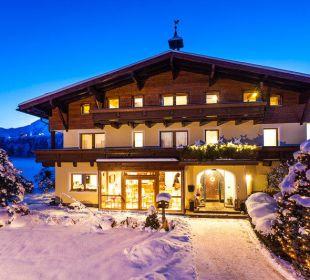 Winter mit Kitzsteinhorn im Hintergrund Pension St. Georg