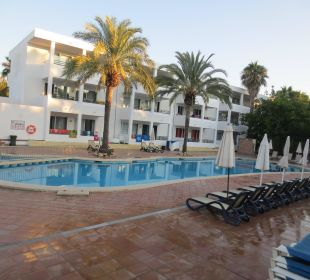 Pool von der Bar Hotel Ola Club Cecilia