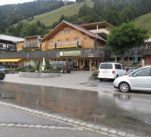 Hubertus Vorderansicht mit Eingangsbereich  Hubertus Alpin Lodge & Spa