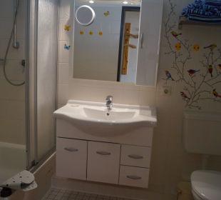 Badezimmer mit Fön und Handtücher Haus Mühlentrift