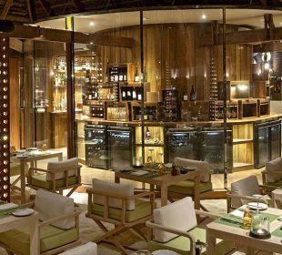 Manta Wine cellar Hotel Constance Moofushi Resort