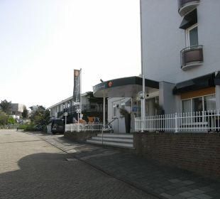 Blick auf den Hoteleingang