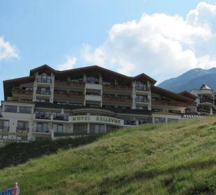 Vom Ort zum höher gelegenen Hotel Hotel Bellevue & Austria