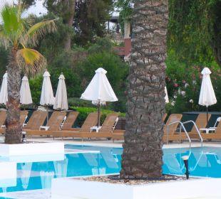 Basen o poranku Hotel Grecotel Eva Palace