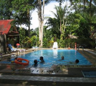 Pool mit Bungalow Hotel Na Thai Resort