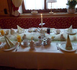 Gedeckter Geburtstags- Frühstückstisch Wohlfühlhotel Ortnerhof