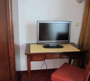 Suite Wohnzimmer mit TV Gerät Silence & Schlosshotel Mirabell