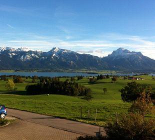 So siehts aus: Blick von Balkon. Ferienwohnungen Berghof Kinker