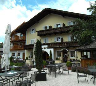 Biergarten und Hoteleingang Gartenhotel Völser Hof