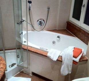 Luxury batch room with jacuzzi Hotel Bavaria Berchtesgaden