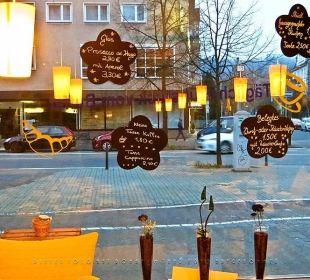 Blick aus dem Café / Frühstücksraum zur Mainzer St Hotel Kaiserhof