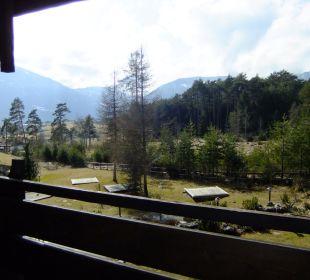 Balkonblick in die Gartenanlage Kaysers Tirolresort