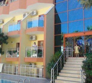 Treppe nach aussen zum Pool Hotel Wassermann