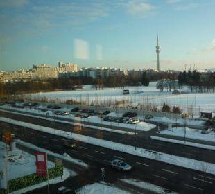 Blick auf die Olympiastadt und den Olympiaturm Leonardo Royal Hotel Munich